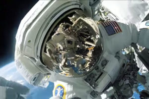 ikukids-Thomas-Pesquet-premiere-sortie-extravehiculaire-espace-iss