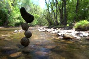 ikukids-gravity-glue-Michael-Grab-stone-balance-equilibre-pierres-meditation