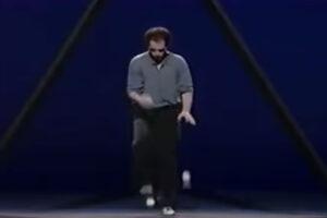 ikukids-michael-Moschen-jongleur-triangle-performance-jonglage-jonglerie
