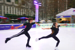 ikukids-patinage-artistique-performance-duo-Oona-Gage-brown
