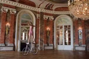 ikukids-pirouette-velo-acrobatique-chateau-sport