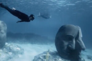 ikukids-statue-sous-marine-jason-decaires-taylor-cannes-ecomusee-musee-sousmarin-sculpture-oeuvre-art